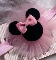 DIY bow making - mic Minnie or Mickey MouseCheer Bow Template Printable Best Pin by butterflies Diy Bow, Diy Ribbon, Ribbon Bows, Ribbon Flower, Ribbon Hair, Tulle Hair Bows, Diy Hair Bows, Teen Hair Bows, Minnie Mouse Headband
