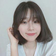 New Hair Styles Trenzas Cute Girls 54 Ideas Short Hair Korea, Short Hair With Bangs, Girl Short Hair, Korean Short Hair Bangs, Shot Hair Styles, Curly Hair Styles, Hairstyles With Bangs, Trendy Hairstyles, Hairstyle Short