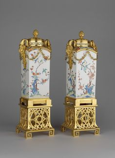 Arita, Hizen province [Japan] - Pair of square jars with fixed covers mounted on gilt bronze stands