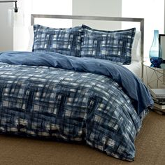 This City Scene duvet cover set is reversible and features an ink wash crisscross pattern on the front. The duvet cover set keeps the bedroom in fashion with iconic contemporary looks. Twin Comforter, Duvet Bedding Sets, Bed Duvet Covers, Duvet Cover Sets, Comforters, Kohls Bedding, Navy Bedding, Dorm Bedding, Pottery Barn