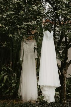Two gorgeous bridal gowns | Image by Thien Tong Photography Tulle Wedding Gown, Bridal Gowns, Wedding Dresses, Elegant Ball Gowns, Dream Wedding, Wedding Day, Romantic Lace, Wedding Invitation Design, Bridal Style