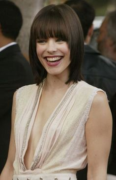 I love this hair cut! Could I pull off this look with bangs, totally different but I love it