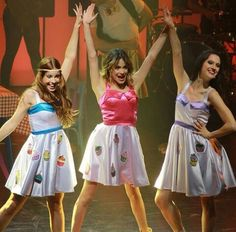 Camila , violetta y Francesca Violetta Outfits, Violetta Disney, Violetta And Leon, Violetta Live, Disney Channel, Disney Shows, Amanda Seyfried, Friends Forever, Camilla