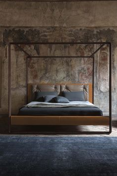 Canopy #bed VOLARE THE NIGHT - Beds Collection by Poltrona Frau | #design Roberto Lazzeroni @poltronafrau