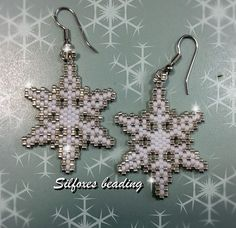 Seed Bead Patterns, Peyote Patterns, Beading Patterns, Beaded Christmas Ornaments, Christmas Earrings, Snowflake Jewelry, Beaded Snowflake, Beaded Banners, Beaded Crafts