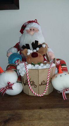 Mary Christmas, Christmas Fabric, Holiday, Hanging Ornaments, Felt Ornaments, Christmas Ornaments, Easy Christmas Crafts, Simple Christmas, Santa With Reindeer