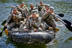 Army Rangers conduct a small boat movement training during the Florida Phase of U. Army Ranger School at Camp Rudder, Fla. Special Ops, Special Forces, Ranger Boats, Ranger School, Airborne Ranger, Us Army Rangers, Military Workout, Army Workout, 75th Ranger Regiment