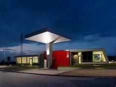 Innovative Gazoline Petrol Station Design by Damilano Studio Architects Minimalist Architecture Designs - Architecture & Interior Design Ideas and Online Archives Resorts, Station Essence, Old Gas Stations, Filling Station, Destinations, Modern Metropolis, Googie, Midcentury Modern, Outdoor Lighting
