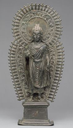 Standing Buddha with radiate combined halo, ca. late 6th century. Pakistan, ancient region of Gandhara. Brass.♥♥♥
