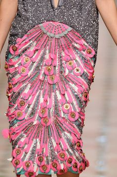 monsieur-j: Manish Arora Fall 2010 Runway Details Couture Details, Fashion Details, Fashion Design, Fashion Week, High Fashion, Womens Fashion, Paris Fashion, Textiles, Elie Saab