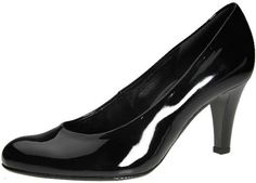 Feminin festsko i sort lak. Skoen har en normal pasform og 6 cm hæl. Denne sko passer perfekt til den feminine kvinde, der elsker både kjole og jeans.