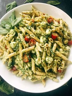 Pesto Caprese Penne Pasta - Branch with three olives- Less than 25 minutes to .Pesto Caprese Penne Pasta - Branch with three olives- Less than 25 minutes to . - Pesto Caprese Penne Pasta - Branch with three olives- Less than 25 minutes to this fr Slimming World Vegetarian Recipes, Vegetarian Recipes Dinner, Healthy Recipes, Vegetarian Pesto Pasta, Healthy Food, Healthy Dishes, Healthy Meals For Dinner, Healthy Pasta Salad, Dinner Recipes