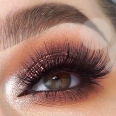 Amazing look by @jessicarose_makeup #BeautyHacksEyelashes Eye Makeup Cut Crease, Glitter Eye Makeup, Skin Makeup, Gold Glitter Eyeshadow, Makeup Eyeshadow, Professionelles Make Up, Make Up Looks, Makeup Goals, Makeup Inspo
