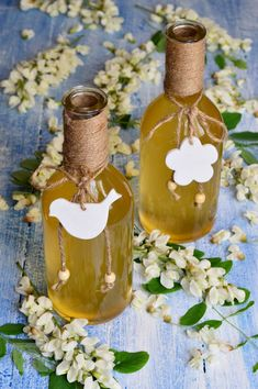 Sirop din flori de salcam - CAIETUL CU RETETE Romanian Food, Beverages, Drinks, Health Snacks, Dental Health, Sweets Recipes, Fresh Fruit, Food Inspiration, Diy And Crafts