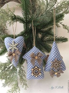 Bucilla felt Christmas ornaments step-by-step / DIY / I lost the chart! Hanging Christmas Tree, Felt Christmas Ornaments, Christmas Toys, Christmas Wreaths, Christmas Holidays, Christmas Sewing Projects, Holiday Crafts, Deco Table Noel, Fabric Ornaments