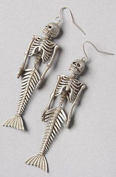 Mermaid skeleton earrings, perfect jewellery gift for the gothic or steam punk girl you love, or alternative present for a rocking Mum. Jewelry Box, Jewelry Accessories, Jewellery, Weird Jewelry, Gothic Jewelry, Mermaid Skeleton, Mode Statements, Accesorios Casual, Mode Style