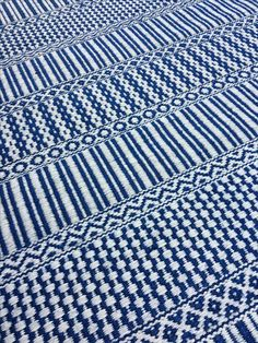 Weaving Designs, Weaving Projects, Weaving Patterns, Card Weaving, Loom Weaving, Woven Rug, Woven Fabric, Fabric Feathers, Lace Weave