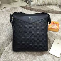LV Men's   Messenger bag (99usd)