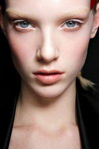 15. White Eyeliner   17 Great Eyeliner Hack for Makeup Junkies   Makeup Tutorial