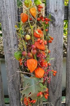 Wall decoration for the autumn. DIY idea to make your autumn decoration yourself - Deko Fall Crafts, Decor Crafts, Anniversary Crafts, Fall Arrangements, Décor Boho, Flower Garlands, Fall Diy, Fall Flowers, Natural Materials