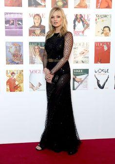 Kate Moss en robe Alexander McQueen de la pré-collection automne-hiver 2016-2017