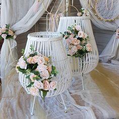Στολισμός γάμου ιδέες σε λευκό & χρυσό - ΓΑΜΟΣ Glass Vase, Wreaths, Home Decor, Decoration Home, Door Wreaths, Room Decor, Deco Mesh Wreaths, Home Interior Design, Floral Arrangements