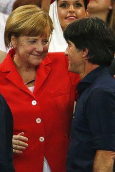 Die Verwandlung von der kühlen Staatschefin zur Kanzlerin im Knuddel-Modus gehört auch zum Wunder von Rio. Wir haben mal genau hingesehen und gestaunt, wie liebevoll Angela Merkel das gesamte deutsche Team ans Herz drückte. Besonders eine Szene hat uns berührt!