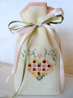 Hardanger sweet bag Free pattern from Victoria Sampler Embroidery Designs, Types Of Embroidery, Learn Embroidery, Ribbon Embroidery, Hardanger Embroidery, Embroidery Stitches, Bordados E Cia, Lavender Bags, Drawn Thread