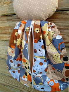 Cat Toys, Felt Crafts, Doll Clothes, Apron, Couture, Dolls, Door Stopper, Sewing Ideas, Handmade Dolls