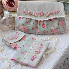 Awesome Most Popular Embroidery Patterns Ideas. Most Popular Embroidery Patterns Ideas. Embroidery Purse, Embroidery Tools, Silk Ribbon Embroidery, Hand Embroidery Designs, Vintage Embroidery, Embroidery Applique, Cross Stitch Embroidery, Embroidery Patterns, Crochet Leaf Patterns