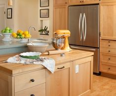 Maple cabinets are a great choice when you want an elegant modern kitchen and accent on the beauty of you cabinetry. The cabinets are the backbone of Diy Kitchen Remodel, Kitchen Redo, Rustic Kitchen, Kitchen Design, Kitchen Ideas, Craftsman Kitchen, Modern Kitchen Cabinets, Craftsman Style, Light Wood Kitchens
