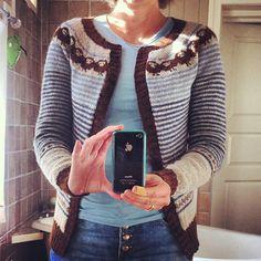 Veldig fornøyd med ferdig sauejakke! :) #jakke #strikking #selvskryt #sinnasau Nice #cardi #knitting #ravelry #sheep #ull #wool by VibekeB, ..