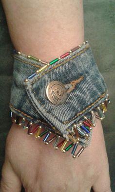 Denim Bracelet, Bracelet Crafts, Jewelry Crafts, Handmade Jewelry, Bracelets, Jean Crafts, Denim Crafts, Denim Handbags, Denim Ideas