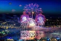 4th of July Fireworks over Lake Union, Seattle WA,.  Photo by Tim Durkan Photography.  2015.