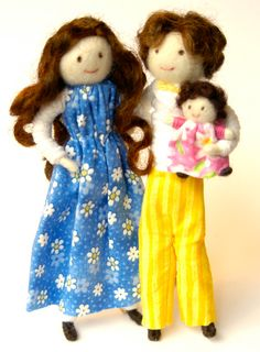 Dollhouse doll family, bendy dolls, Waldorf style, all natural, dollhouse people