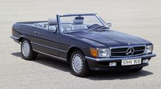 Mercedes-Benz 500 SL of the R 107 series (1071-1989) after the facelift of 1985.