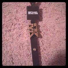 "100 % auth Michael Kors belt . Black w Brn NWRT 🛍 🎀This is a super cute , Michael Kors brand new belt . The front has his initials. The back of it has a copper look Says size small but will fit a medium . Price is still on it retails for $45 .This is a great offer ladies . Grab it new listing ""!Just dropped the price ""! This is the lowest I can go . After Posh comm , Now if you know Michael Kors you know this is a super deal . 100 % authentic .. 💖FIRM tag is on still for $45, that's a…"