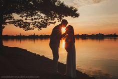 Séance photo grossesse au coucher du soleil, au bord d'un lac - Sunset pregnancy session, lake
