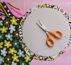 Super Circles - how to make perfect circles for applique using tinfoil and an iron. Remember this for dresden plate centres..
