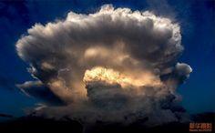 giant mushroom cloud