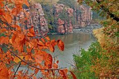 Explore Palisades State Park and discover one of the most unique areas in South Dakota. Beautiful Sioux quartzite formations line Split Rock Creek. Take in amazing views from any of the scenic overlooks.