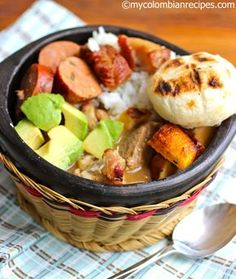 Delicious and traditional Colombian and Latin food recipes, plus many other great tasting Italian and American food recipes. Colombian Dishes, Colombian Cuisine, Latin American Food, Latin Food, Comida Latina, Columbian Recipes, Good Food, Yummy Food, Gastronomia