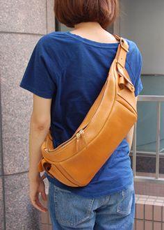 ボディバッグ 女性着用 Leather Purses, Leather Wallet, Leather Bag Tutorial, Leather Fanny Pack, Hip Bag, Leather Bags Handmade, Backpack Bags, Bag Accessories, Dressing