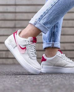 "Looking for the perfect sneaker to wear this fall? Well, you should definitely consider this affordable Nike iteration for women. The Nike Air Force 1 Shadow ""Phantom/Echo Pink"" Women's Shoe comes… Zapatillas Nike Air Force, Nike Af1, Cute Shoes, Me Too Shoes, Sneakers Fashion, Fashion Shoes, Air Force Women, Nike Shoes Air Force, Street Style Shoes"