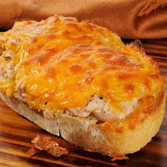 A quick and easy recipe for tasty tuna melts. Tasty Tuna Melt Recipe from Grandmothers Kitchen. A quick and easy recipe for tasty tuna melts. Tasty Tuna Melt Recipe from Grandmothers Kitchen. Delicious Macaroni And Cheese Recipe, Cheddar Cheese Recipes, Tuna Melt Sandwich, Tuna Melts, Canned Tuna Recipes, Fish Recipes, Cheap Easy Meals, Quick Easy Meals, Healthy Cooking
