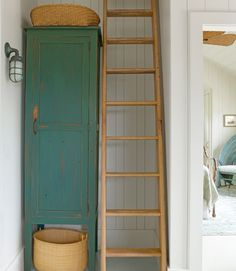 A custom linen cabinet and a ship's ladder—both crafted locally—make the most of the upstairs hall corner in this Nantucket cottage. Plus: 20 easy breezy beach house decorating ideas Nantucket Cottage, Beach Cottage Style, Nantucket Baskets, Beach House, Nantucket Beach, Nantucket Island, Cottage Chic, Nat Et Nature, Cottage Design