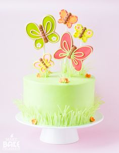 spring cake with butterfly cookies Rolled Sugar Cookies, Roll Cookies, Crinkle Cookies, Butterfly Birthday Party, Birthday Cake, Butterfly Cookies, Disney Princess Birthday, Spring Cake, Ice Cream Candy