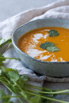 Pumpkin soup with sweet potato and ginger - Hands-free - Healthy recipes - Sustainable lifestyle - pumpkin sweet potato soup - Pumpkin Sweet Potato Soup, Pumpkin Soup, Veggie Recipes, Soup Recipes, Healthy Recipes, I Love Food, Healthy Cooking, Clean Eating, Blog