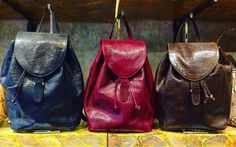 I zaini in pelle di lucertola disegnati by Salamastra:  Blu Diplomatico, Bordeaux e Marrone --- Backpacks by Salamastra in lizard skin