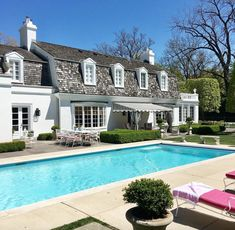 In good taste: shelley johnstone design curb appeal/exterior New Interior Design, Exterior Design, Summer Pool, Pool Landscaping, Backyard Pools, Garden Pool, White Houses, Small Houses, Cool Pools